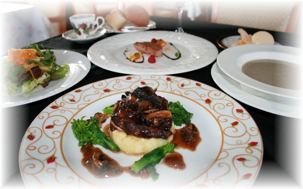 フランス料理 ラポール・ド・クニトミ